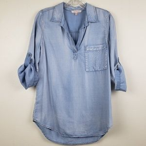Skies are blue | Distressed Chambray Top, size S